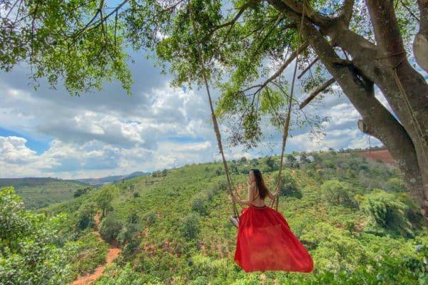 Xích đu trên không: Địa điểm sống ảo mới ở Đà Lạt 2020