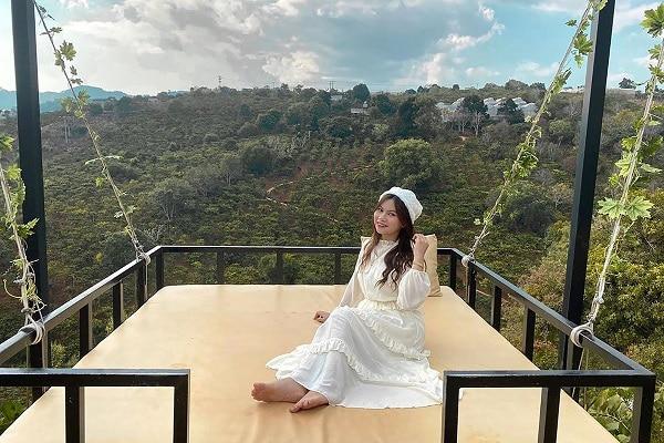 Chiếc giường trên không: Địa điểm sống ảo mới ở Đà Lạt 2020
