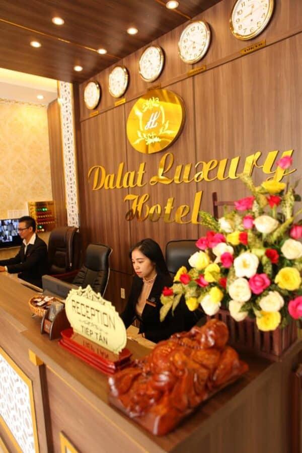 Quầy tiếp tân khách sạn Đà Lạt Luxury