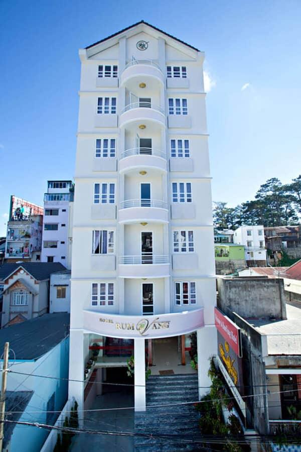 Tọa lạc vị trí trung tâm thành phố Đà Lạt