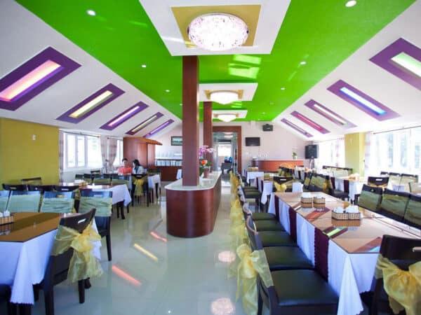 Nhà hàng Rum Vàng với sức chứa 150 khách