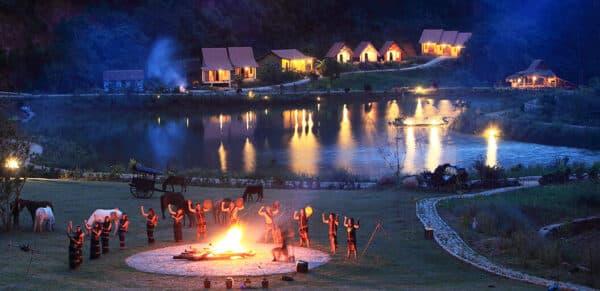 Những đêm lửa trại và câu chuyện hàn huyên thêm phần gắn bó