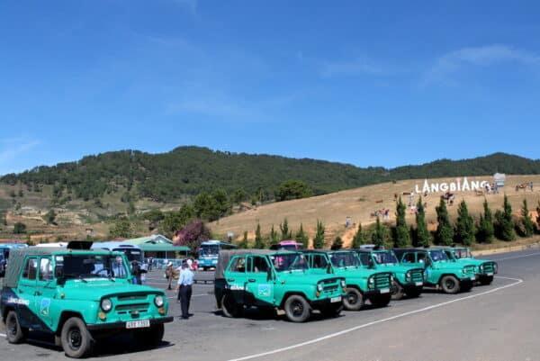 Đi xe Jeep ở núi Langbiang