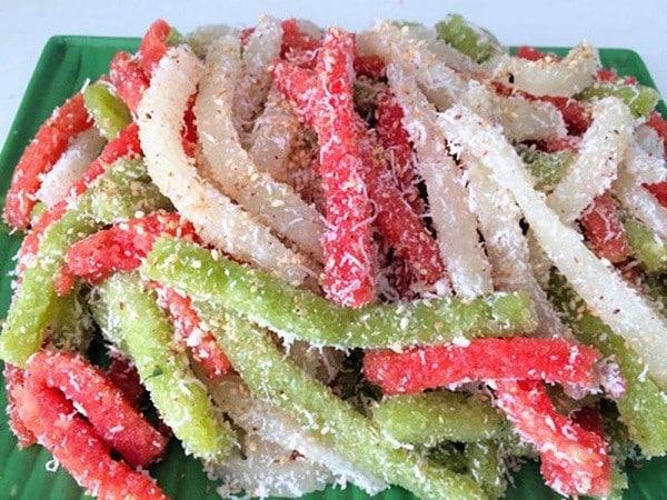 Món ăn vặt bánh tằm khoai mì ở Đà Lạt