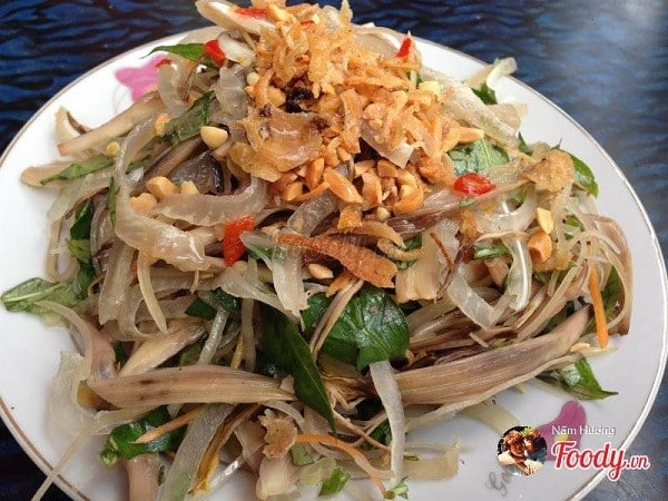 Món ăn vặt gỏi bắp chuối ở Đà Lạt
