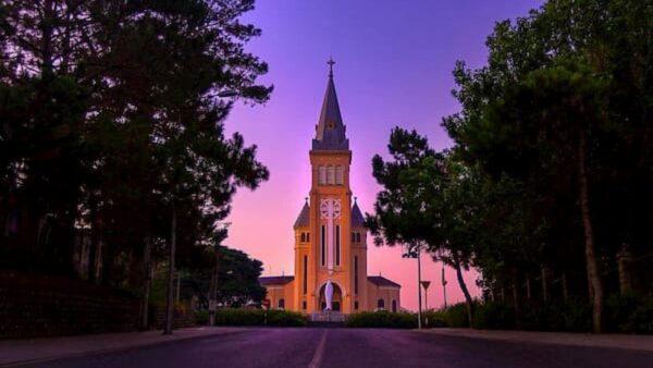 Khám phá những điều chỉ được cảm nhận khi đến nhà thờ con trống Đà Lạt - Ảnh 1