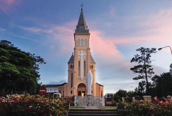 Khám phá những điều chỉ được cảm nhận khi đến nhà thờ con trống Đà Lạt - Ảnh 3