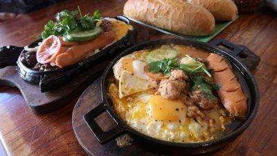 Nhìn chảo trứng ốp la thập cẩm cho bữa ăn sáng là thấy hấp dẫn rồi đúng không?