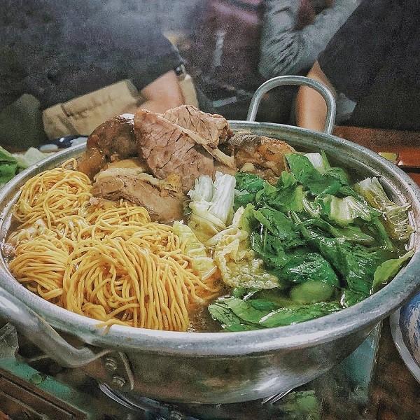 Quán ăn trưa lẩu bò Ba Toa quán gỗ ở Đà Lạt
