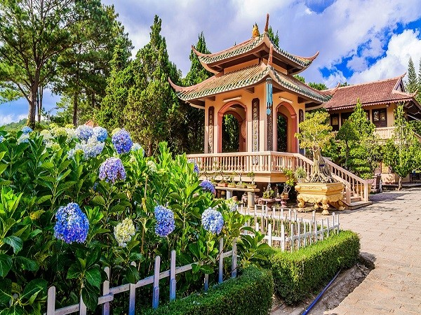 Lên Thiền viện Trúc Lâm