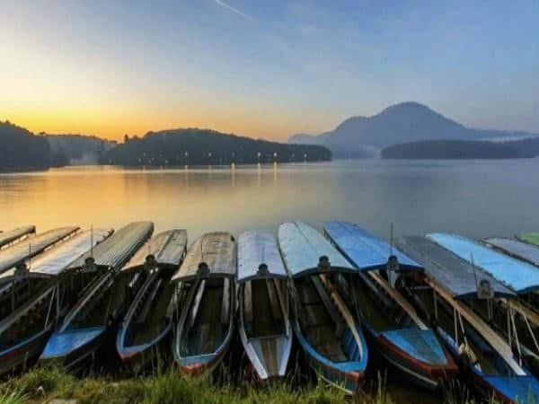 Ngắm hoàng hôn tại hồ Tuyền Lâm