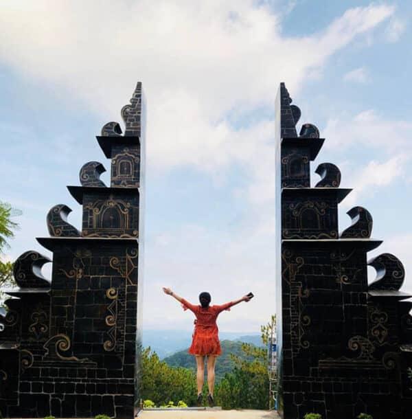 Cổng trời Bali hiện lên như bức tranh vẽ
