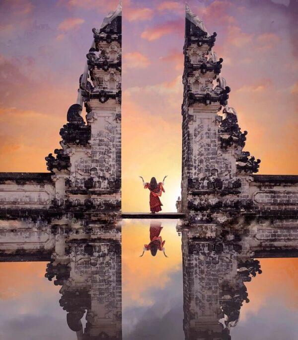 Nắng hay mưa không quan trọng bằng cảm xúc của bạn đối với cổng trời Bali mang lại