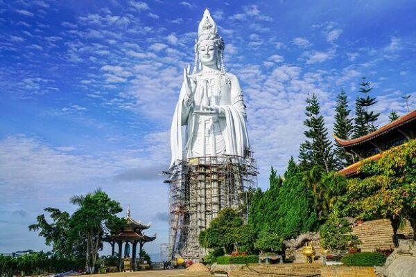 Ngôi chùa Linh Ẩn trang nghiêm