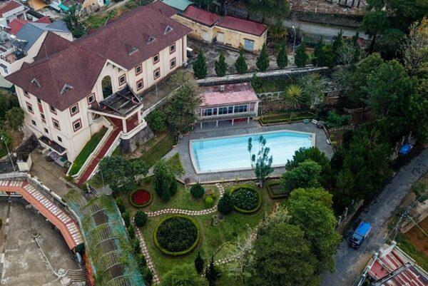 Hồ bơi không nước ở Đà Lạt nhìn từ trên cao