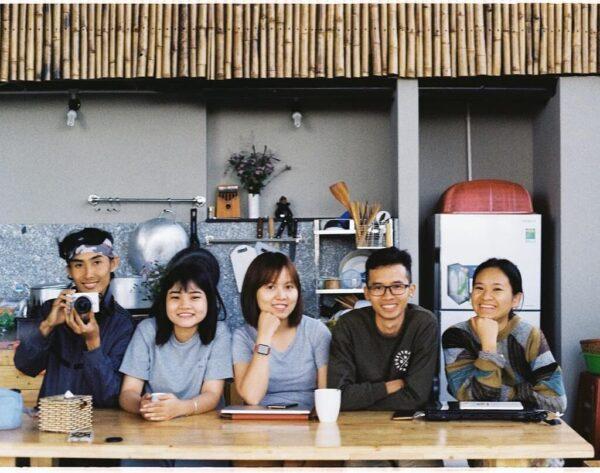 Nhóm bạn checkin Komori House & Food homestay phong cách vintage ở Đà Lạt
