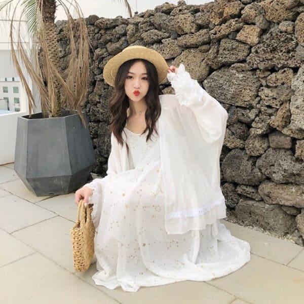 Đầm trắng + Cardigan dáng dài