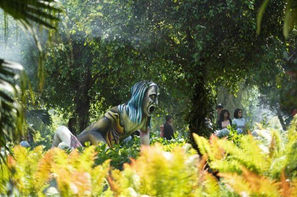 Khu vườn quỷ độc đáo với nhiều hình tượng kinh dị và hàng chục ngàn loài cây đặc sắc