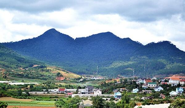 Dưới chân núi Langbiang