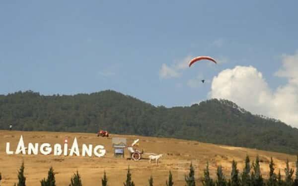 Dù lượn ở núi Langbiang