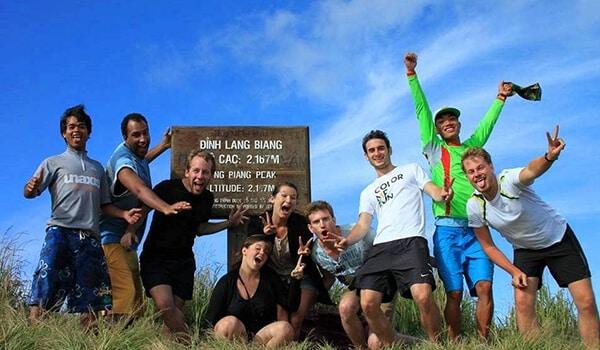 Leo núi Langbiang khi tham gia tour Đà Lạt 1 ngày