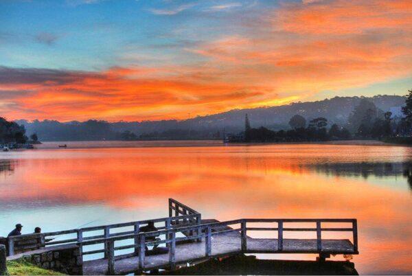 Bình minh trên hồ Xuân Hương