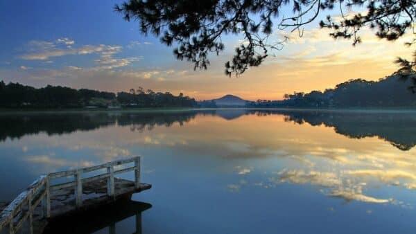 Hồ Xuân Hương vốn được dựng nên bởi bàn tay con người