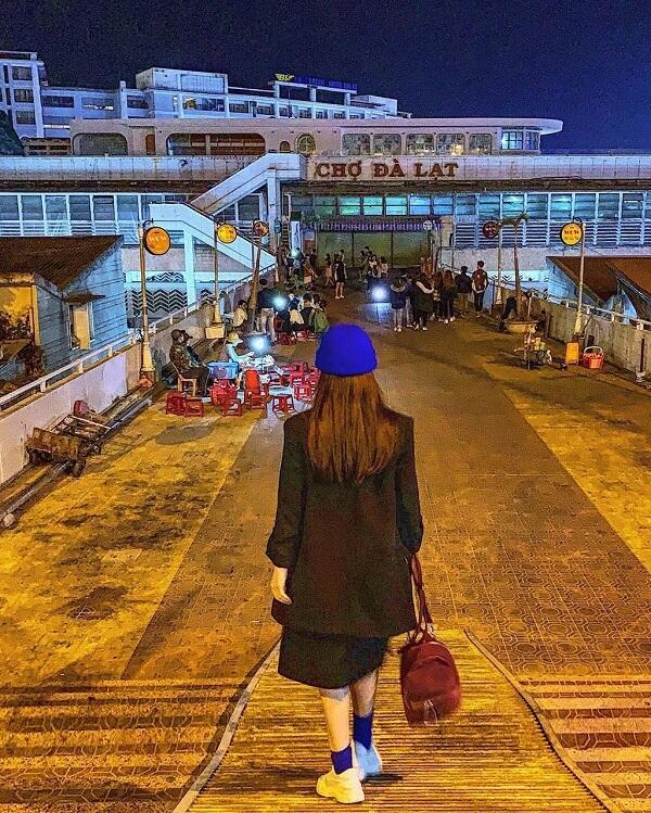 Những con dốc, cầu thang ở chợ Đà Lạt cũng là chốn hút khách - Ảnh 2