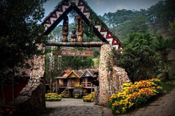 Cổng làng Cù Lần đến Tuyệt Tình Cốc