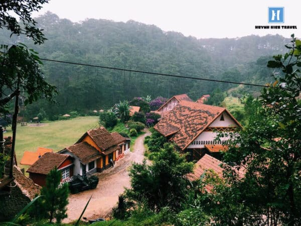 Điểm du lịch làng Cù Lần gần Tuyệt Tình Cốc
