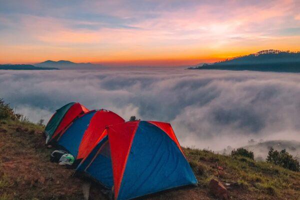 Du khách có thể đón bình minh tại những điểm săn mây nổi tiếng.