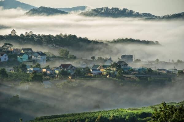 Sương mù buổi sáng Đà Lạt tháng 3