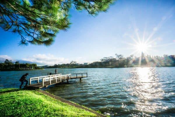 Bờ hồ Xuân Hương: Điểm du lịch Đà Lạt tháng 3