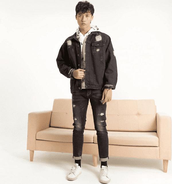 Áo phông, quần skinny và áo khoác denim