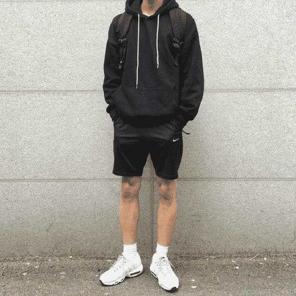 Áo hoodie và quần short