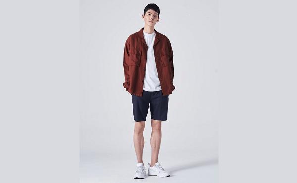 Áo thun, quần jeans và áo khoác vải