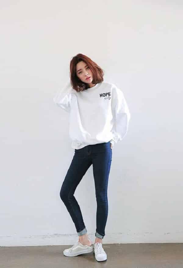 Áo hoodie và quần skinny