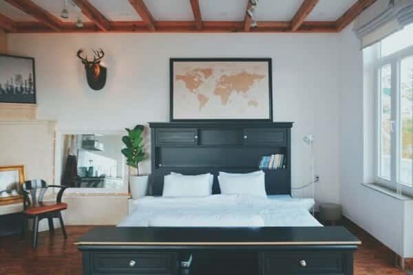 Phòng ngủ bài trí theo phong cách vintage của Tom's Valley