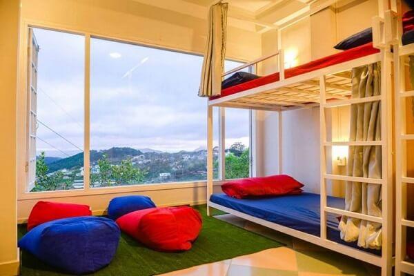 Phòng dorm với view nhìn ra núi