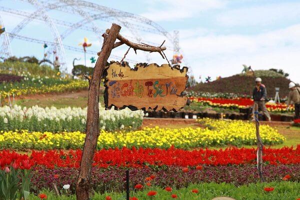 Festival Hoa Đà Lạt 2005 là mùa Festival hoa đầu tiên được tổ chức