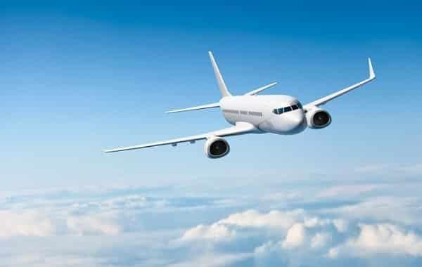 Máy bay là phương tiện nhanh chóng, an toàn, tiện lợi được nhiều du khách lựa chọn tham dự lễ hội Festival Hoa Đà Lạt