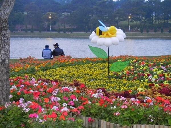 Hình ảnh Festival Hoa Đà Lạt khi trời vừa chập tối