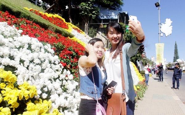 Quảng trường Lâm Viên là không gian chính diễn ra chương trình lễ hội Festival Hoa Đà Lạt những lần tổ chức trước đây
