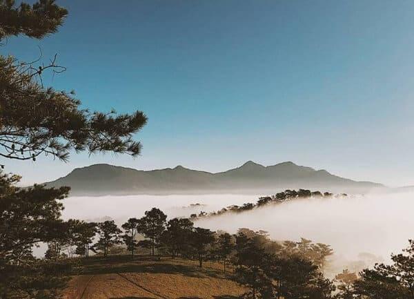 Con đường nhỏ dẫn đến đồi Đa Phú