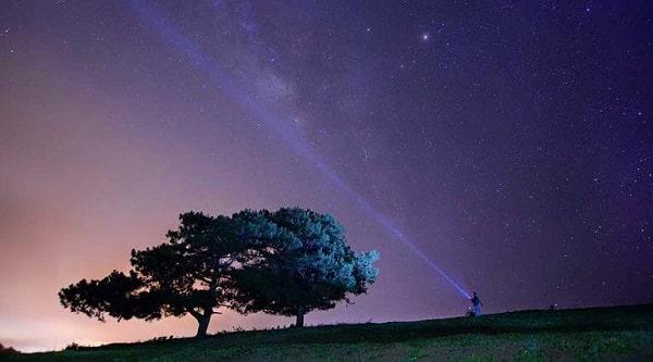 Ngắm trời sao khi về đêm trên đồi Đa Phú