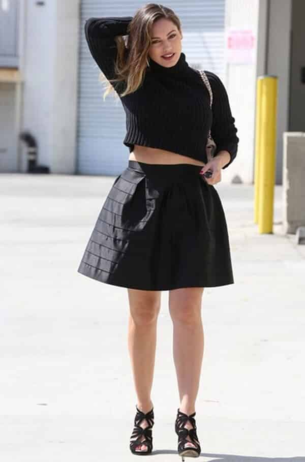 Trang phục màu đen sẽ phù hợp cho các nàng mũm mĩm khi đi Đà Lạt chụp ảnh sống ảo