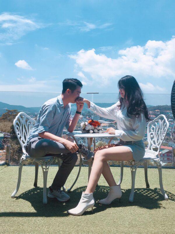 Thời gian đẹp nhất để thưởng thức cà phê tại Dalat Golf là vào buổi sáng từ 7:00 đến 10:00 khi trời còn chưa nắng quá gắt (Ảnh: Hải Nguyễn - Võ Thị An Trường)